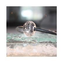 Perle de verre noire