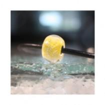 Perle de verre jaune